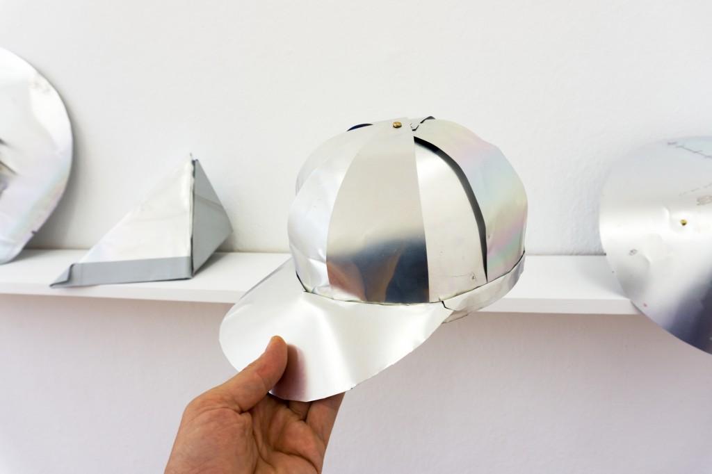 Aram Bartholl, Aluhut (tinfoil hat)