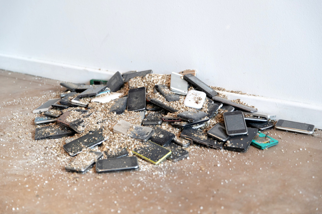 Aram Bartholl, How Do You Put Out a Lithium-Ion Battery Fire?